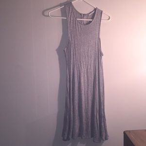 Dresses & Skirts - Flowy Grey dress with zipper in back